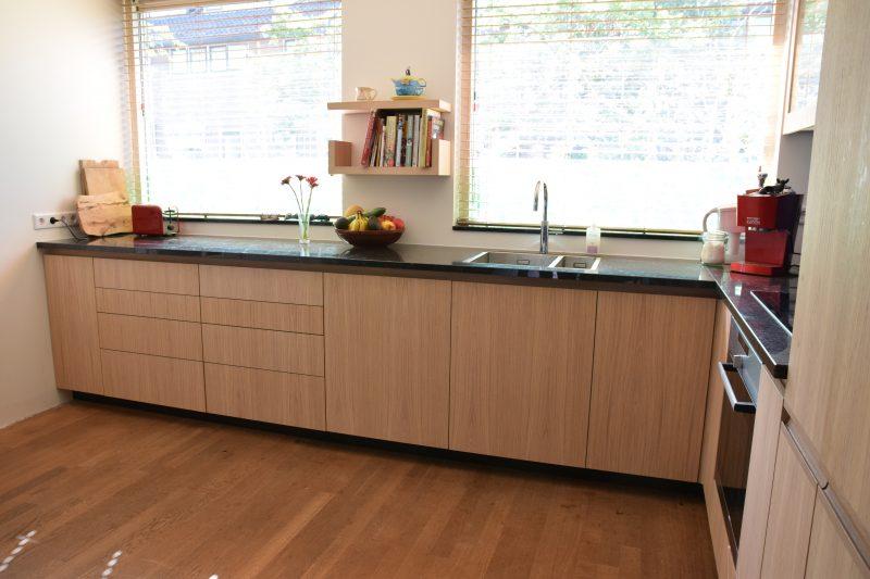 Keuken met eikenhouten deuren meubelmaker in amsterdam for Meubelmaker amsterdam